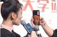 马思纯开视频花式催婚胡歌,被调侃后他露出了尴尬的微笑