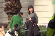 陈赫妻子张子萱疑有二胎?接女儿放学被偶遇意外露出孕肚十分抢镜