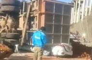 云南文山市一重型货车侧翻压向两车致7死2伤,驾驶人已被警方控制
