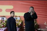 岳云鹏在舞台上哭了,为的是什么?举办方真的错了吗?