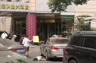 【时事新闻】法院门前女律师被车撞死:视频曝光+四大疑点 | 劳动法行天下