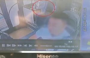 银川一女子抢夺公交车方向盘!公交车内监控曝光
