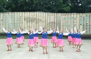 桂林象山区小尹广场舞队《扎嘎拉雪山》