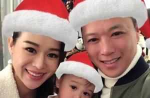 萧正楠与黄翠如低调结婚1年,终于公开晒出婚礼照,幸福相拥超甜