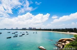 """福建漳州最美的海滩,天蓝海阔沙白水净,被誉为""""中国的夏威夷"""""""