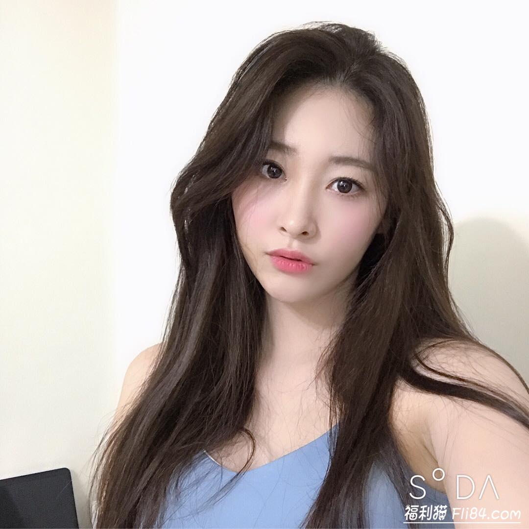 韩国知性御姐김유빈 运动时胸型太美让人离不开眼