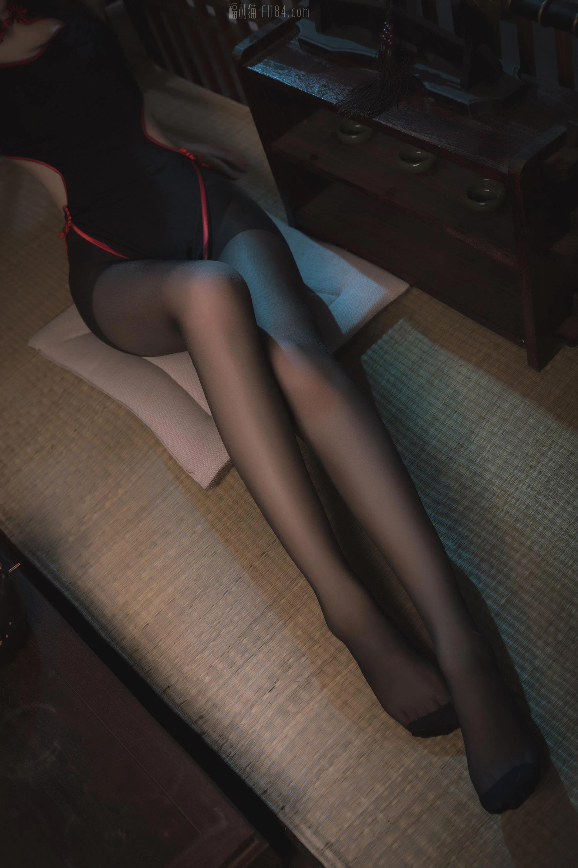 南桃Momoko《黑旗袍》[25p]